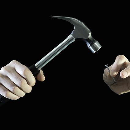 巴菲特合伙人的锤子理论 用跨界思维开拓个性化市场