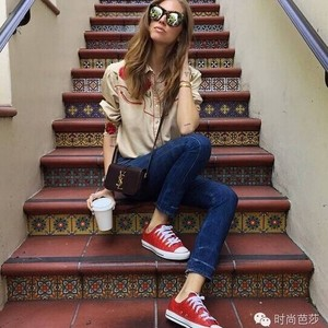 帆布鞋你也有,为什么怎么穿都不如她们时髦?