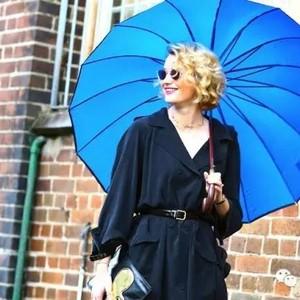 没有一把超美艳的雨伞,下雨天凹造型穿再好看也没用!