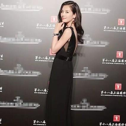 每日星范 | 刘涛 露背黑裙这样穿就能性感又高雅!