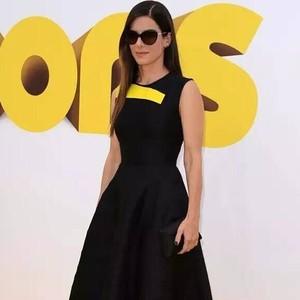 每日星范  桑德拉·布洛克 好莱坞片酬女王的高跟鞋太抢眼!