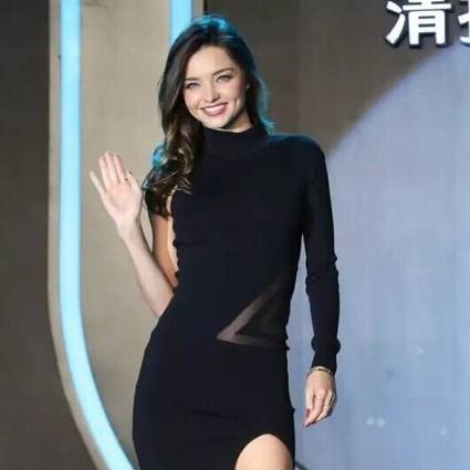 每日星范 | 米兰达・可儿 百战不败小黑裙,今年就它了!