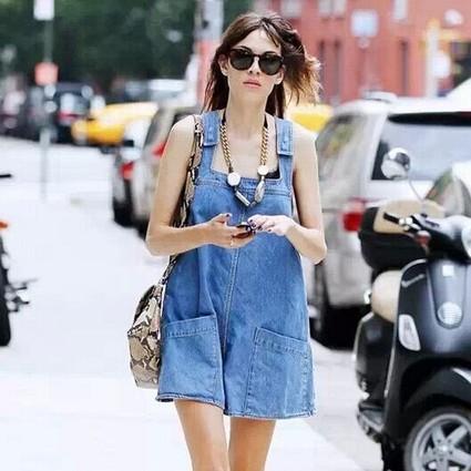 怕热的女生,衣橱里都有一件清爽的夏日蓝!