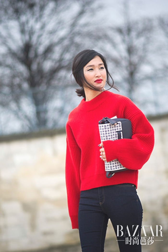 red-chunky-knit-sweater-and-jeans