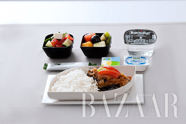 adaymag-the-four-airlines-with-the-best-in-flight-food-08
