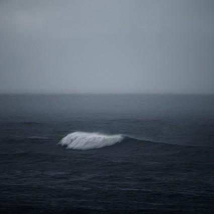 冬日的冰岛之海,沉寂与静默下的汹涌之美
