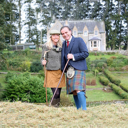 49岁姑娘在旅行找到真爱 还得到一座庄园