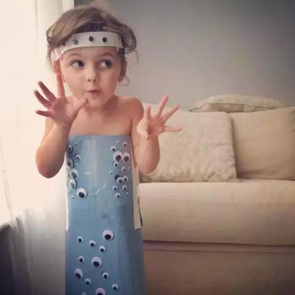 别人五岁在看小魔仙,她五岁就成了服装设计师!