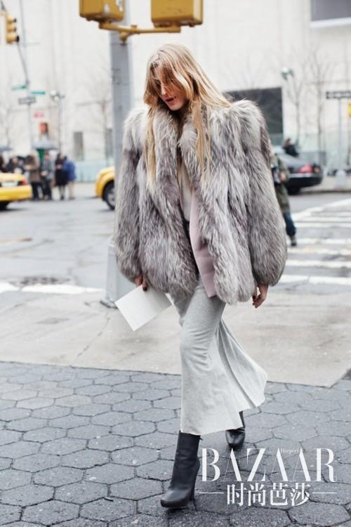 la-modella-mafia-model-off-duty-street-style-all-gray-everything-fur-inspired-by-kate-moss-1