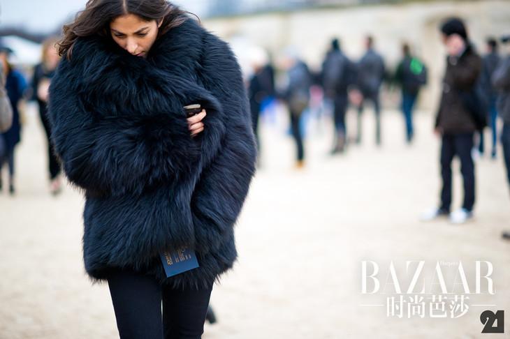 street-styler-black-rabbit-fur-coat-nyc