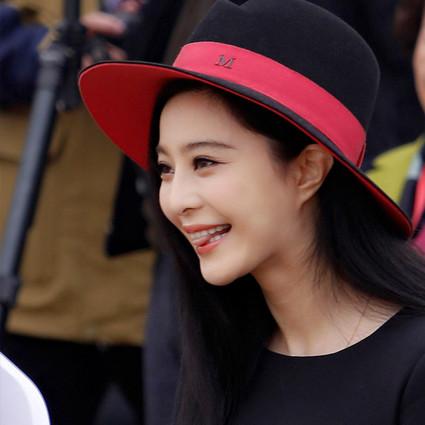 范冰冰 最优雅的小黑裙和最流行的毛呢帽!