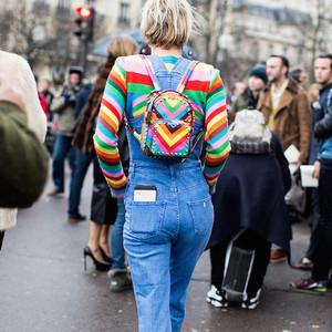 秋冬冷风吹,买个时髦双肩包让你的双手呆在暖和的口袋里吧!