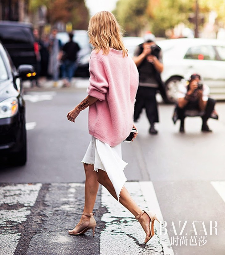 pink-oversized-sweater-midi-dress-givenchy-strappy-nude-sandals-street-style