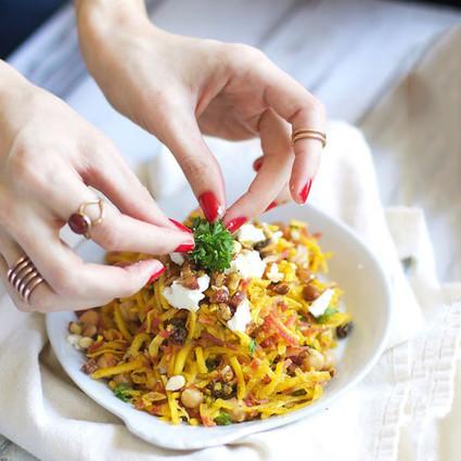 健康低脂的咖喱胡萝卜素食晚餐