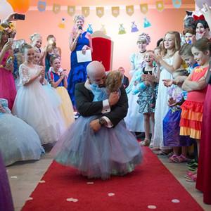 一个5岁女孩的童话婚礼,却也可能是她最后的生日派对!
