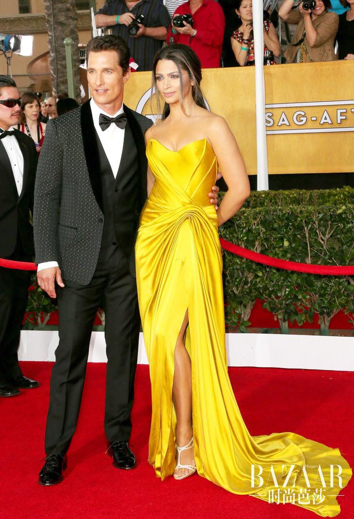 matthew-mcconaughey-sag-awards-2014-red-carpet-camila-alves-01