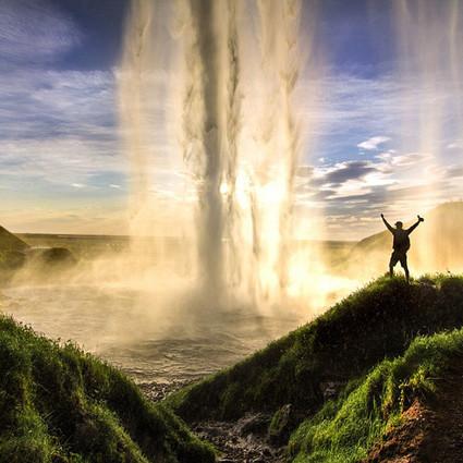 这对情侣去冰岛冒险,结果拍下了最美的极光