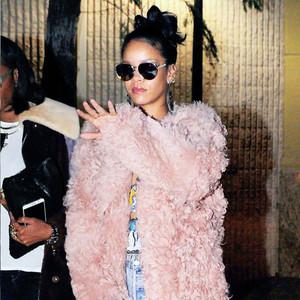 Rihanna用这4款外套就能时髦一整个冬天!