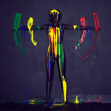 用油漆为单调的生活着色