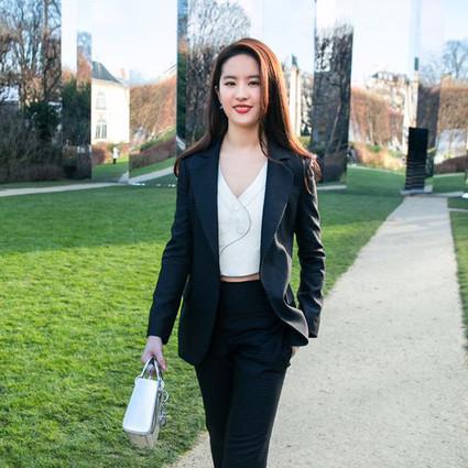 刘亦菲帅出新高度,西服套装横扫Dior澳门网上博彩娱乐官网订制!