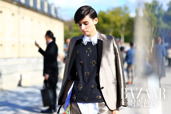 paris-streetstyle-ss13-anne-catherine-frey-metallic-suit