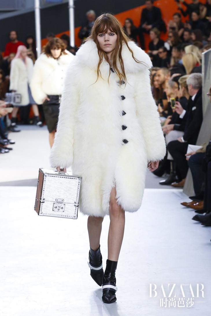 Louis-Vuitton-RTW-FW15-Paris-2865-1426065782-bigthumb