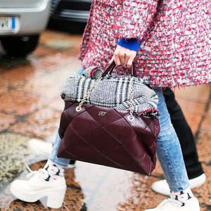 谁说只有Mini Bag才时髦,明天拎着大号包上班一样美!