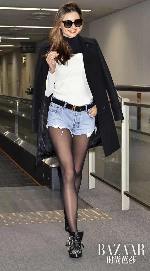 2.-miranda-kerr-in-denim-shorts-and-black-blazer