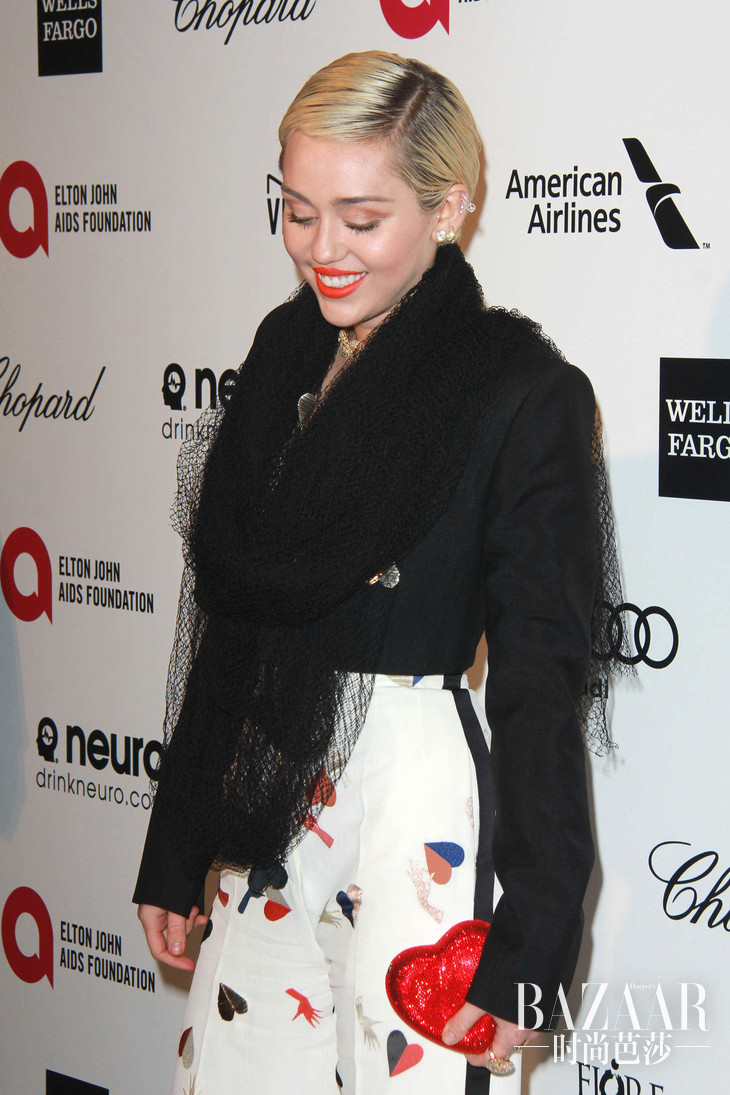 Miley-Cyrus--2015-Elton-John-AIDS-Foundation-Academy-Awards-Party--23