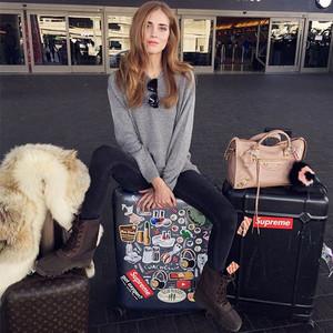 年末度假出行,没有一个时髦的机场Look怎么行!
