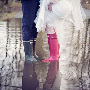 最特别的婚礼照,就算下着大雨也依旧美丽