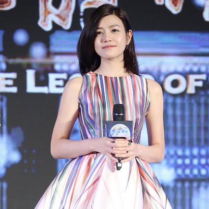 陈妍希 穿水彩印花裙玩成亲,陈晓竟然不知道!