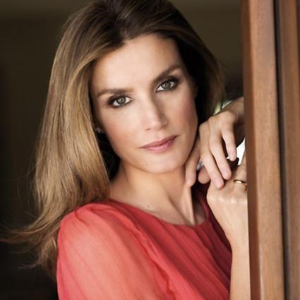 被渣男甩又被王子追,32岁的她成了西班牙王妃!