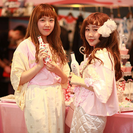 REINEREN X Hello Kitty Pop-up Store北京老佛爷百货开幕