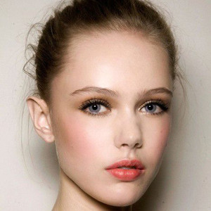 『Charlotte Tilbury』将对的彩妆交给女人 她就能撬动整个地球