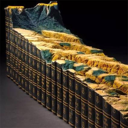 他活生生把一本书雕刻成了微缩景观
