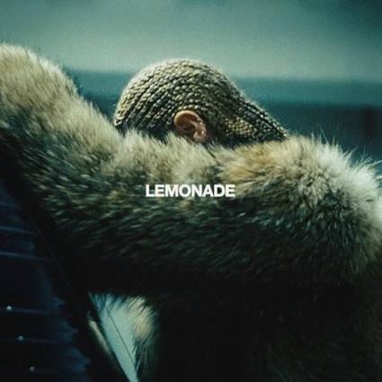 周周见|淹豪宅、烧房子、扎脏辫儿,但我们知道Beyoncé新专辑里是穿大牌的好姑娘!