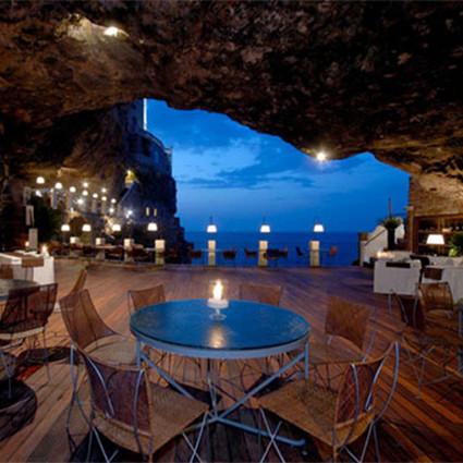 意大利酒店:岩洞里的餐厅