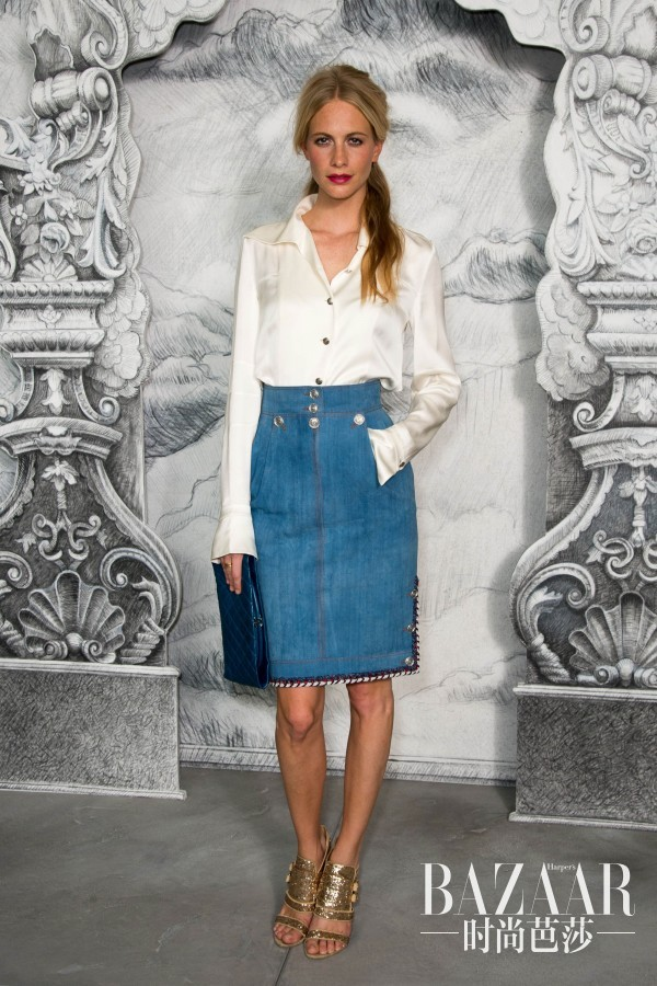Poppy-Delevigne-gave-denim-skirt-chic-makeover-silky-white-600x900