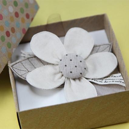 钟爱一朵花:手工胸花制作过程