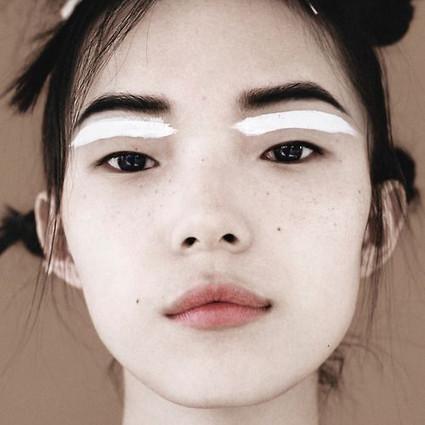 现在流行单眼皮,据说这样的造型能让单眼皮的你更有型哦!