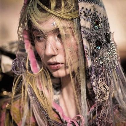 """2016伦敦时装周秀场,模特都爱穿越感爆棚的""""镶拼彩妆""""!"""