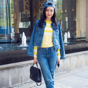 王鸥买了颜值高容量大的YSL包包和超轻便的Nike小白鞋!