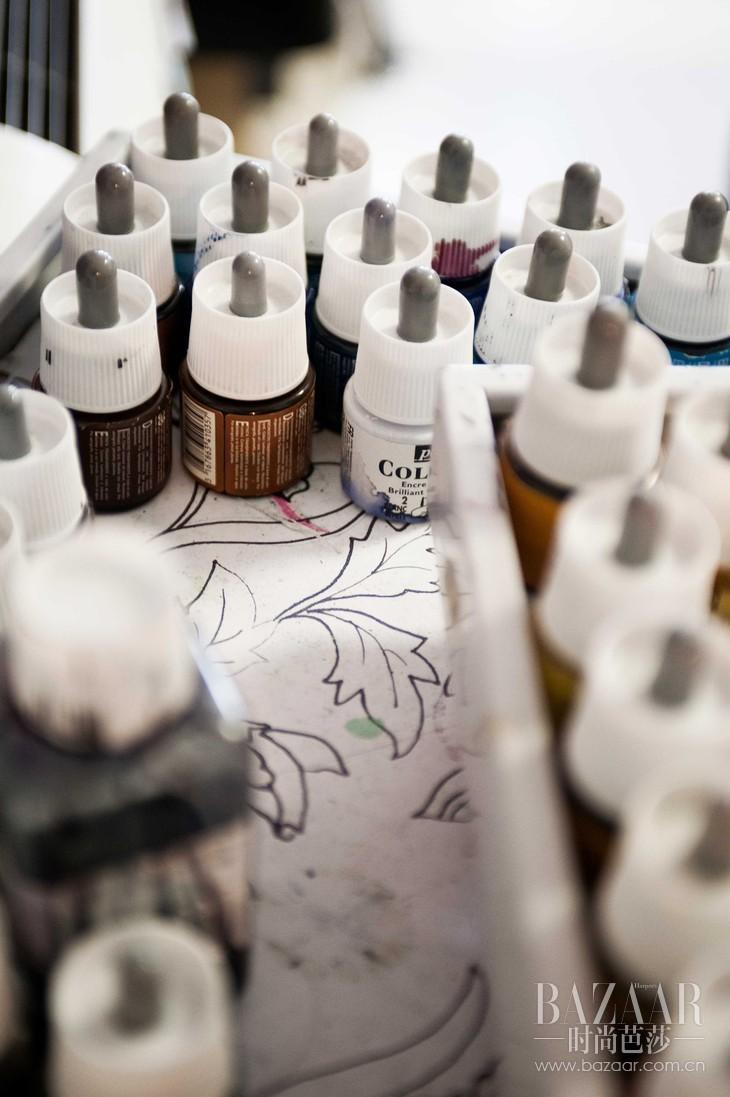 3. Leonard Paris色彩库中独家储存着成千上万种色彩,每种颜色都有着独特的名字;色彩库也有着神秘的储存规则,世代相传。-2