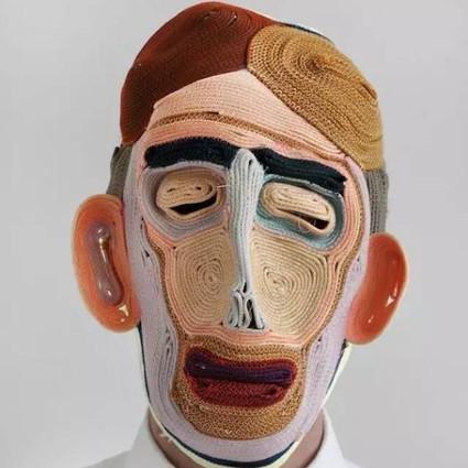 这个男人制作的面具丑爆了,但每个都好想要