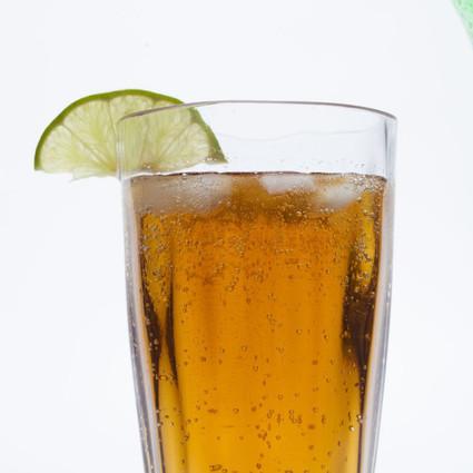 炎炎夏日,不如在家自己DIY5种冰凉Rum Cocktail