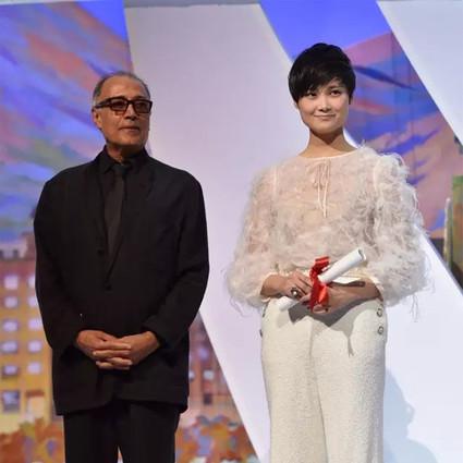 从选秀冠军到创作歌手,还虏获了全世界的大牌设计师,李宇春勇敢做自己的这十年才是真正的野蛮生长!