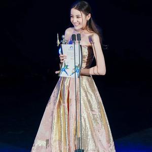 """刘诗诗的少女裙会""""发光"""",迪丽热巴瘦成""""一颗""""仙女!"""