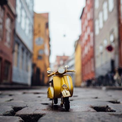 带着迷你小车周游世界,还有比这更萌的事情吗?!
