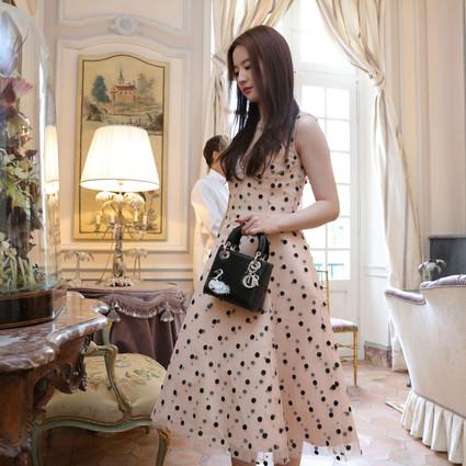 """刘亦菲不做神仙姐姐改当Dior黑天鹅,宋茜西装马尾""""邦女郎""""附体!"""